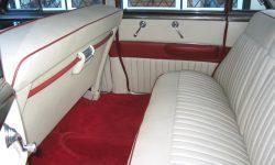 1950 Cadillac 4 door Saloon in Cream over Red (interior) en