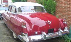 1950 Cadillac 4 door Saloon in Cream over Red (rear) en