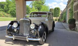 1952 Bentley 'R' Type Sports in Ivory with Black running boards and arches 7