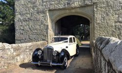 1952 Bentley 'R' Type Sports in Ivory with Black running boards and arches 8 (en)